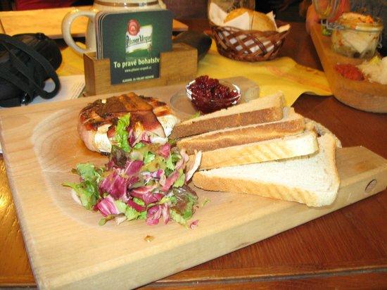 Plzensky restaurant Andel : Сыр жареный на гриле