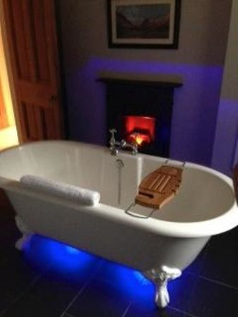 The Old Rectory on the Lake: Bathtime!