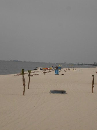 Motel 6 Biloxi Beach: Beautiful White Sands
