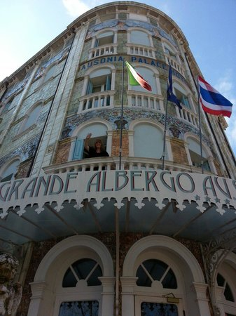 Grande Albergo Ausonia & Hungaria: Our hotel on lido