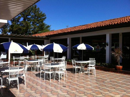 Hotel Colonial Iguaçu : Área externa do restaurante.