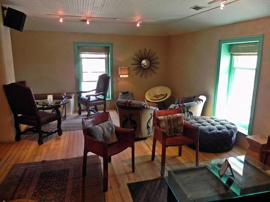 Lambert's of Taos: Bar lounge