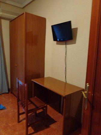 Hostal El Pilar: Parte de la habitación 2