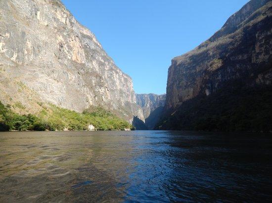 Cañón del Sumidero: canyon narrows