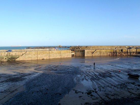 The Ship Inn : Mousehole Harbour