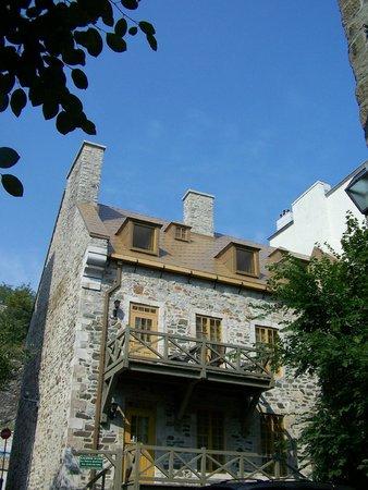 Rue St.Pierre: Rue St-Pierre/Rue Du Porche, De magnifiques maisons de pierre