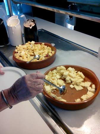 R2 Bahia Playa: Buffet des fromages