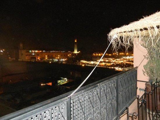 Riad Andalla : La terrasse avec vue sur la place jemaa el fna