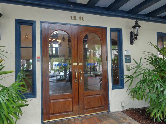Vanllee Hotel and Suites: Main entrance
