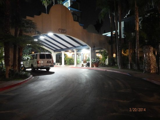 Vanllee Hotel and Suites : Main entrance