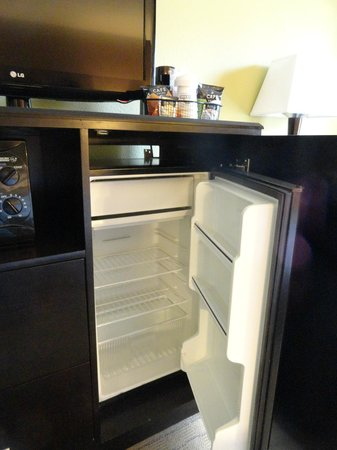 Days Inn Baltimore Inner Harbor : Large, free refrigerator space
