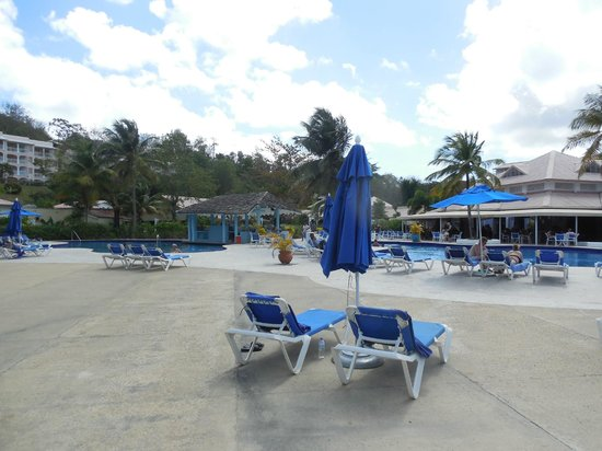 St. James's Club Morgan Bay: Pool Bar