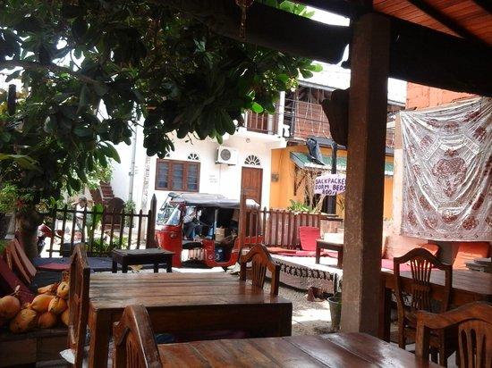 Pink Elephant Hotel and Restaurant : lobby