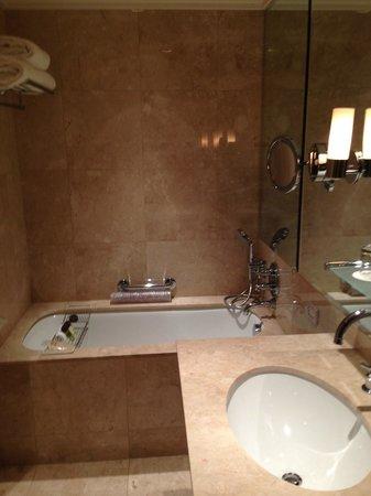 The Pierre, A Taj Hotel, New York: bath