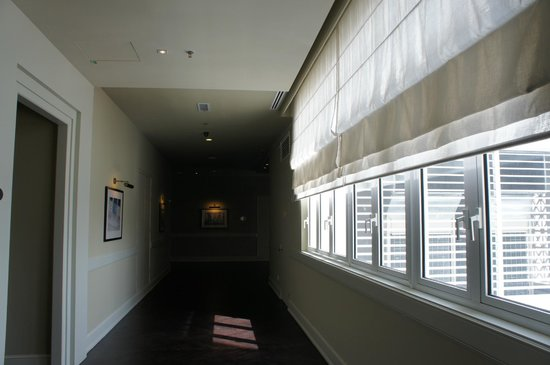 Eastern & Oriental Hotel: the hallway which you can hear from the room
