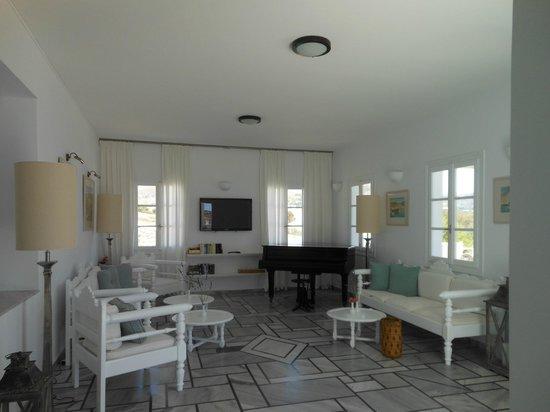 Parian Village: Lobby area