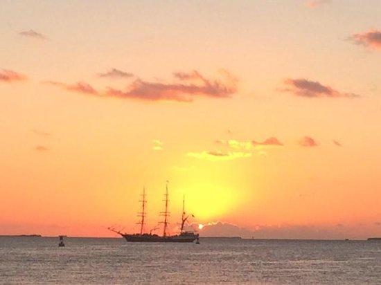 Pier House Resort & Spa : Sunset at Mallory Square just minutes from the hotel