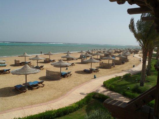 SENTIDO Oriental Dream Resort : The beach