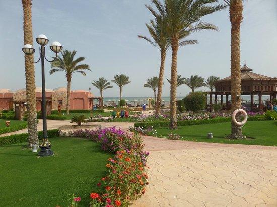 SENTIDO Oriental Dream Resort : To the beach