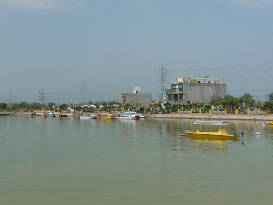 Bathinda, Ινδία: Boating in the lake