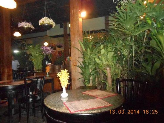 Ban Chiang : tavoli giardino
