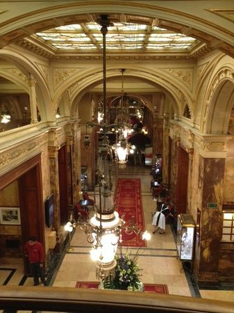 Hotel Metropole: View from a landing overlooking the lobby