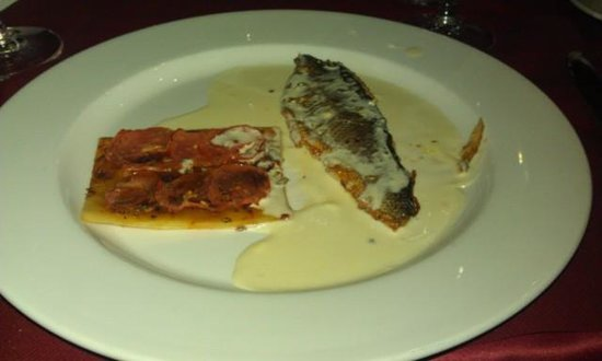 Denia La Sella Golf Resort & Spa : Dinner: White fish with puff pastry(?) and tomatoes