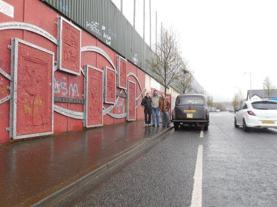 Official World Famous Belfast Black Taxi Tour: Mur de la paix