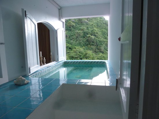 Queen's Gardens Resort & Spa: Jacuzzi