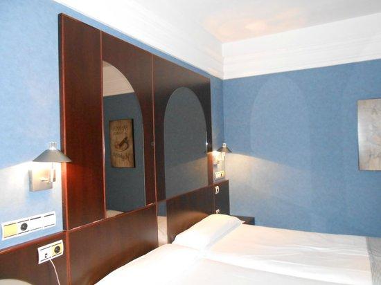 Hotel Los Jandalos Jerez: habitacion