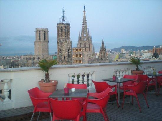 H10 Montcada Boutique Hotel: zicht vanop het dak op de kathedraal