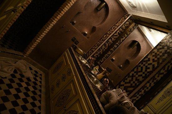 Riad Turquoise: salle de bain