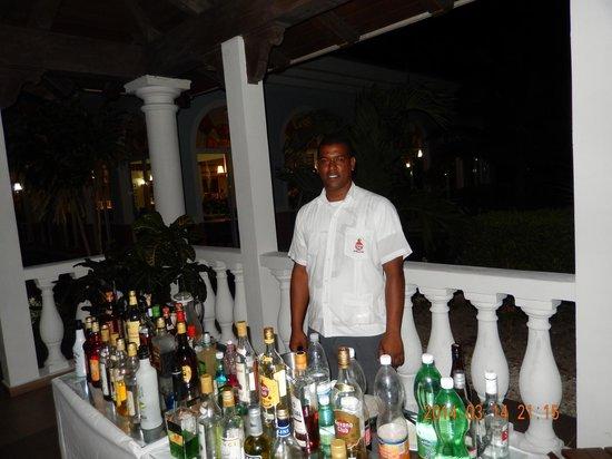 Memories Paraiso Beach Resort : Carlos ,très bon service