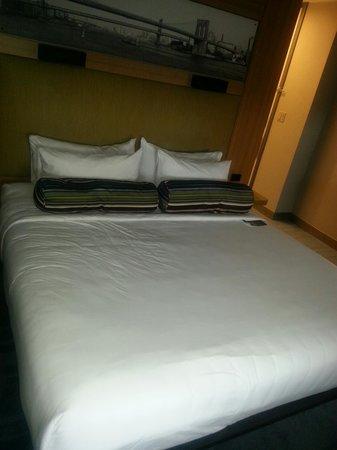 Aloft New York Brooklyn: Nice bed