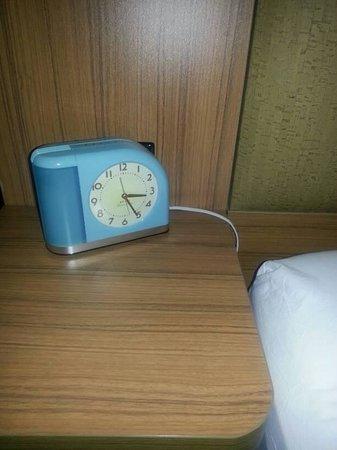 Aloft New York Brooklyn: Cute little blue clock