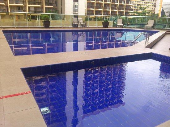 Manhattan Plaza: Lindas piscinas