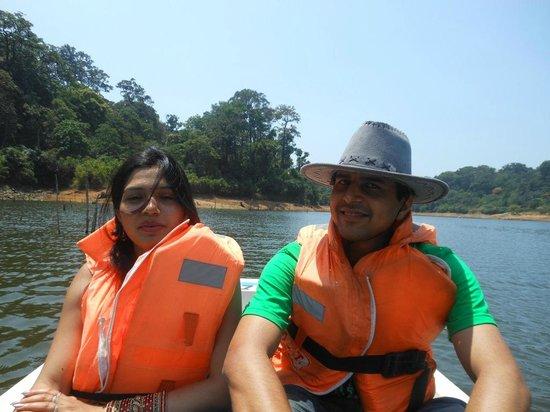 Periyar Tiger Reserve : Enjoying the boating