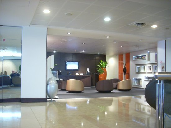Novotel Paris La Defense : reception area