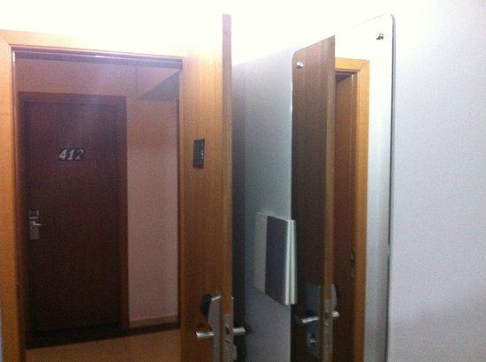 Hotel Baviera Iguassu: Entrada do quarto.