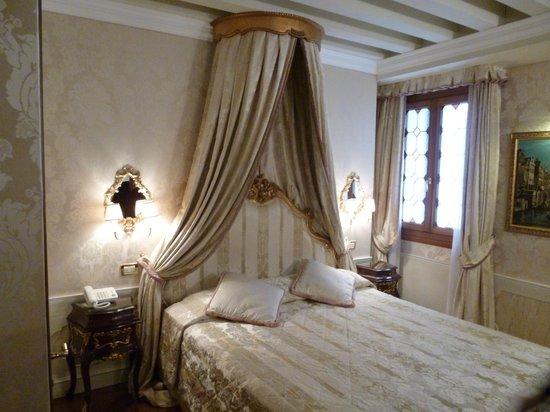 Hotel Canal Grande: Ground floor double Prestige room