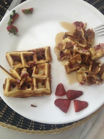 Las Flores Resort: HOMEMADE STRAWBERRY WAFFLES FOR MY LITTLE GIRL