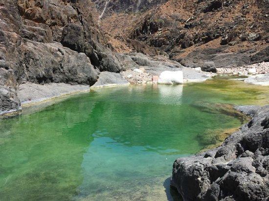 Wadi Dirhur Canyon: Natural pond