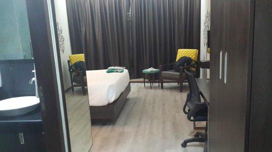 Mango Hotels, Navi Mumbai - Airoli : room