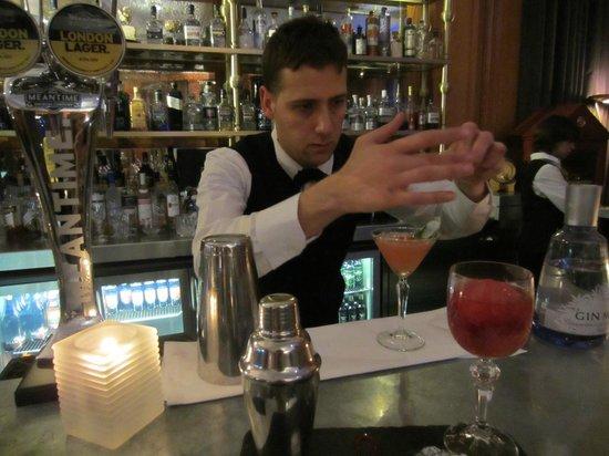 Gillray's Steakhouse & Bar: Francesco preparing a cocktail