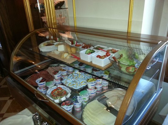 Hotel Canal Grande: breakfast chiller cabinet selection