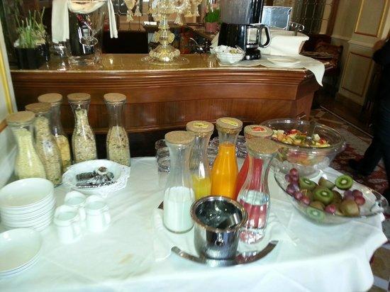 Hotel Canal Grande: breakfast cereals, juices, fruit salads etc