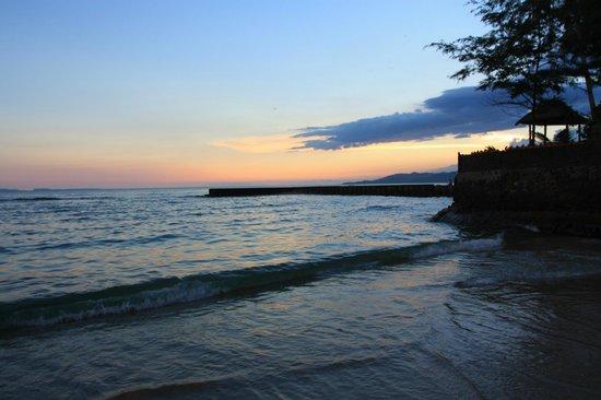 Rama Shinta Hotel : Пляж