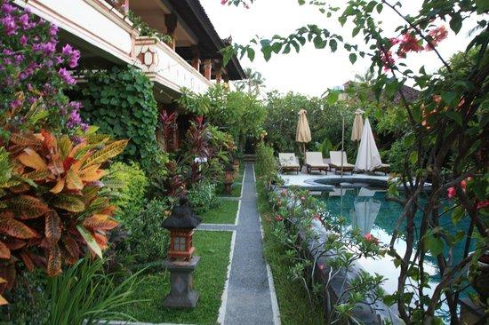 Rama Shinta Hotel : Территория отеля