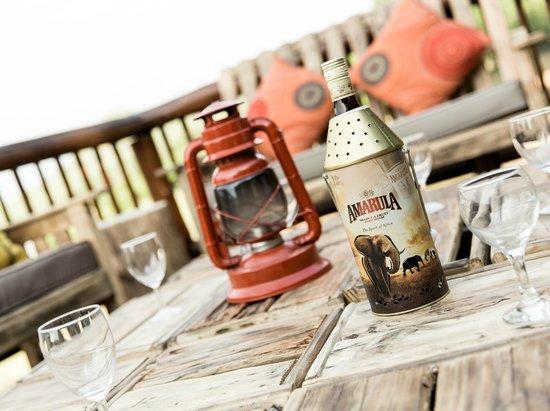 Sefapane Lodge and Safaris: dinning deck
