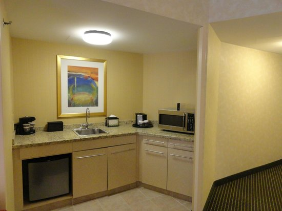 Embassy Suites by Hilton Philadelphia - Center City: Kitchenette